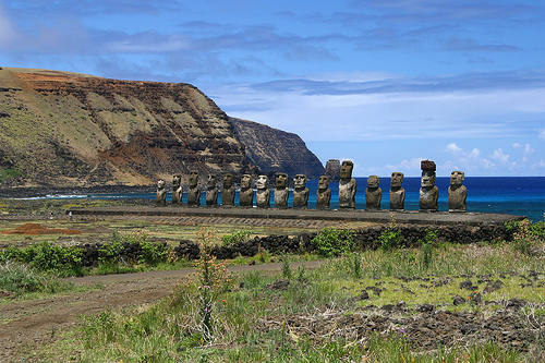 Alignement, flickrfan, travel, voyage, statue, moai, island, ile, isla de pascua, rapa nui, easter island, ile de paques,photo by iko on FlickrFan Stan's site licensed under Creative Commons